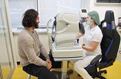 Augenlaser operation iClinic der kanadische Eishockeyspieler Mathew Maione 1